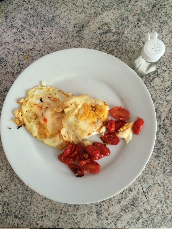 Fried egg and cherry tomato.